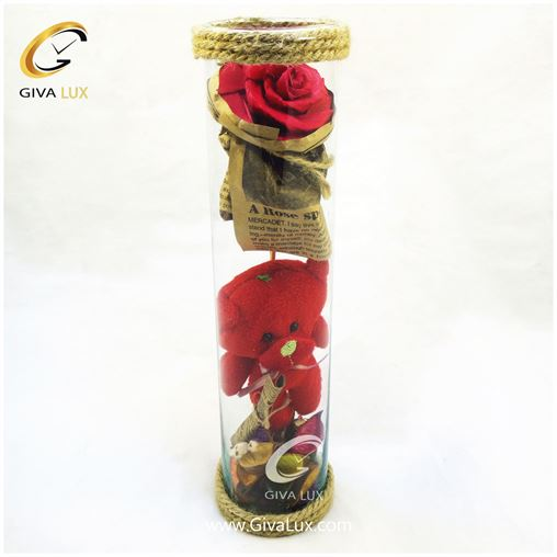 پک استوانه ای شکل 30 سانتی متری شامل خرس و گل قرمز