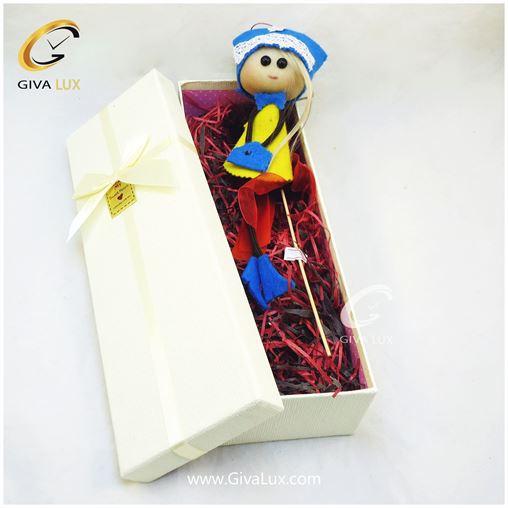 پک کادویی شامل گل قرمز عروسک دخترانه و جعبه کرم رنگ