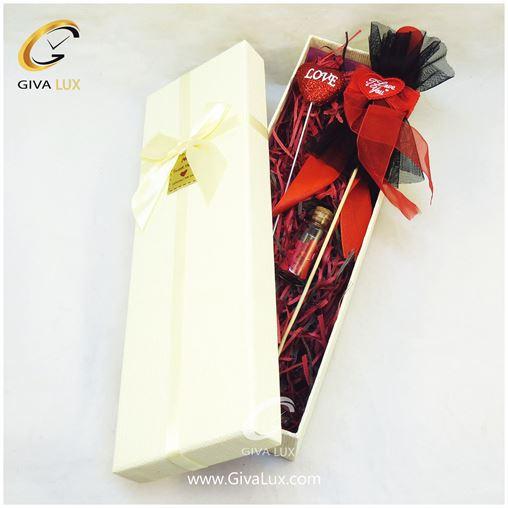 پک کادویی شامل گل قرمز روبان دار قلب شیشه تزئینی نیم ست دخترانه